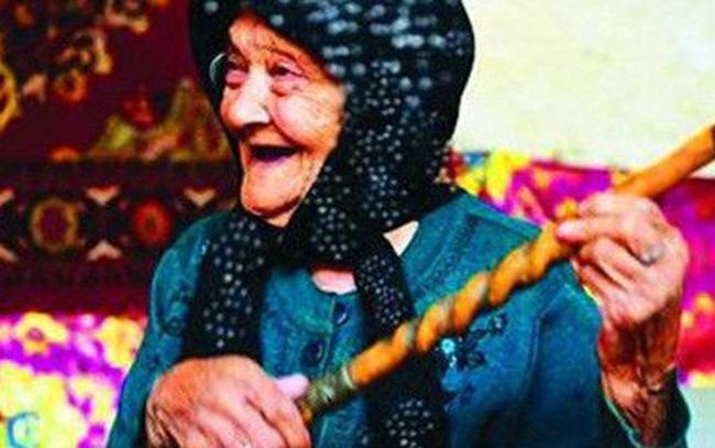 Năm mới, học ngay bí quyết sống vui khỏe, an lạc của cụ bà 132 tuổi: Sống không giận, không hờn, không oán trách