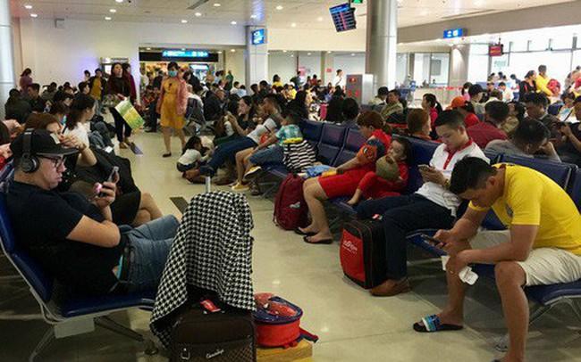 Mua vé nhưng không có tên, hành khách vạ vật ở sân bay