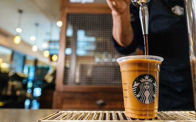 Phép màu nào đưa Starbucks từ một cửa hàng rang cafe thành chuỗi thương hiệu trị giá trăm tỉ đô?