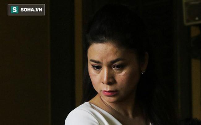 Bà Lê Hoàng Diệp Thảo bật khóc khi nói về chồng con