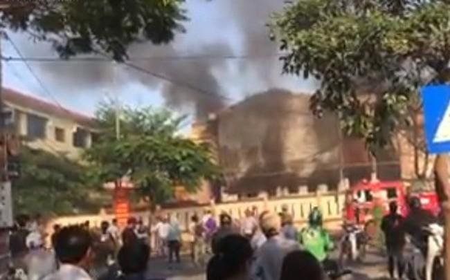 Cháy trong trường tiểu học ở Đà Nẵng, hàng trăm học sinh di tản