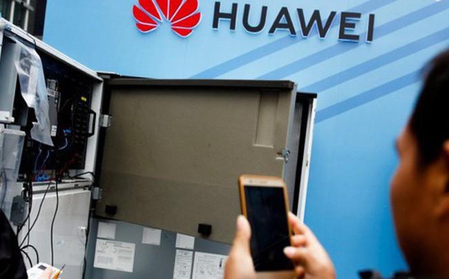 """Ông Trump mở lời về khả năng """"tha"""" Huawei"""