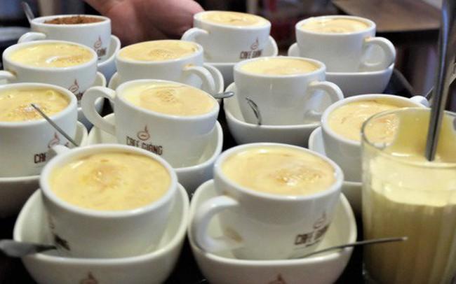 """Chủ cafe Giảng: """"Khách đông khủng khiếp, không tính nổi bán bao nhiêu cốc đợt thượng đỉnh"""""""