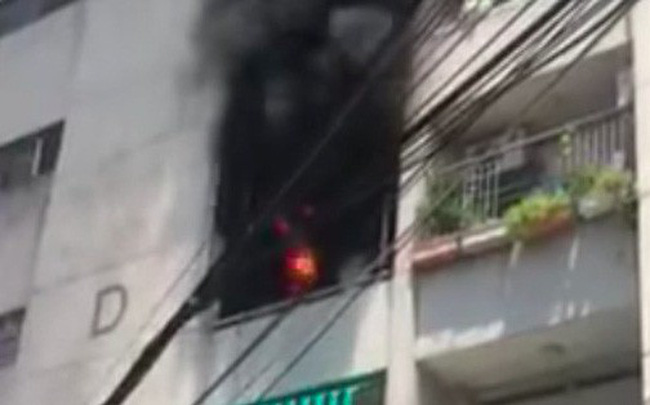 Chung cư ở Sài Gòn bốc cháy ngùn ngụt, cư dân ôm tài sản tháo chạy tán loạn giữa trưa