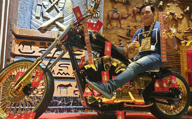 Bộ sưu tập mô tô tiền tỷ của 'người đàn ông đeo nhiều vàng nhất Việt Nam' Phúc XO, dàn xe biển 'ngũ quỹ' ít ai biết