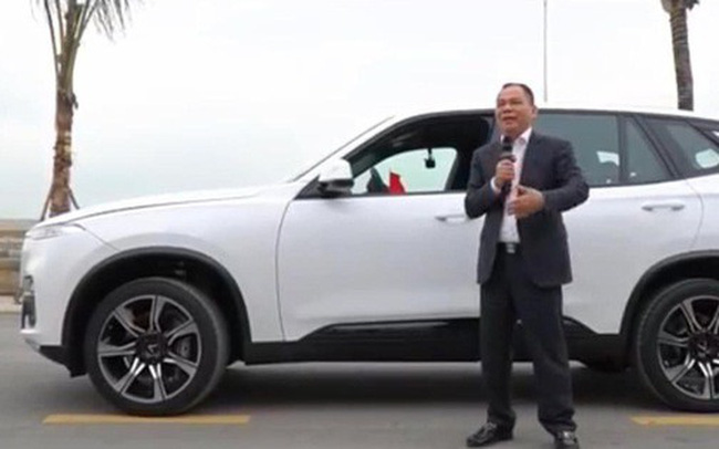 Tỷ phú Phạm Nhật Vượng xuất hiện bên chiếc LUX SA2.0, quyết định đổi từ Lexus sang xe VinFast