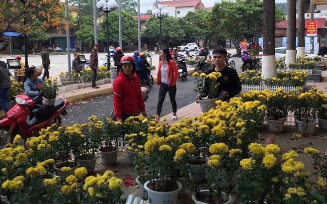 Dân đánh xe tải đến ga Đồng Đăng 'hôi' hoa: 'Họ quá đông, chúng tôi đành bất lực'