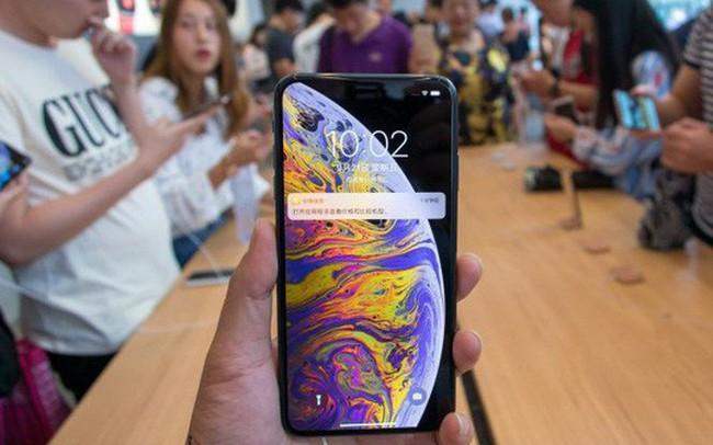 Thị trường smartphone Trung Quốc lao dốc chóng mặt
