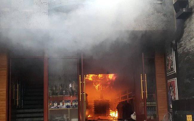 Cháy lớn tại khách sạn, 1 người tử vong