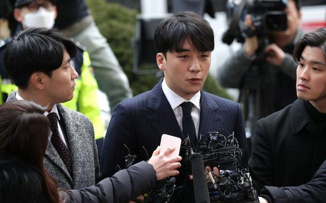 """Cổ phiếu ngành giải trí Hàn Quốc """"gặp hạn"""" vì bê bối của giới showbiz"""