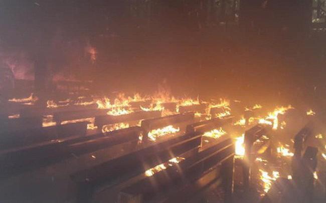 Cháy lớn ở nhà thờ, thiêu rụi nhiều tài sản bên trong