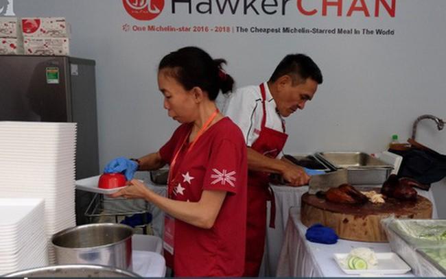 Quán ăn sao Michelin rẻ nhất thế giới đến Hà Nội: Giá chỉ 30 ngàn, khách xếp hàng dài trên phố Lê Thạch đợi mua