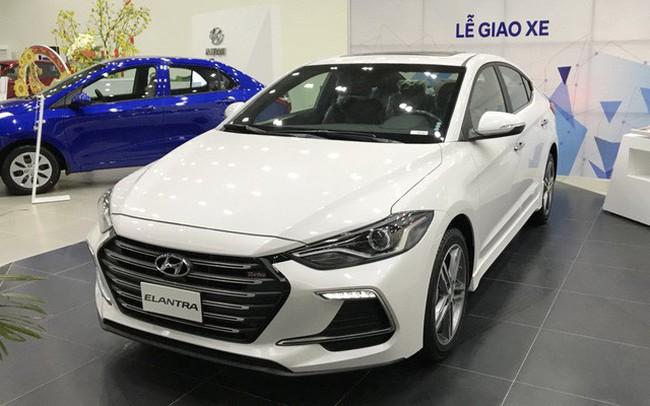 Hyundai Elantra tiếp tục giảm giá sâu, để ngỏ khả năng ra mắt sớm phiên bản 2019 cùng Tucson mới