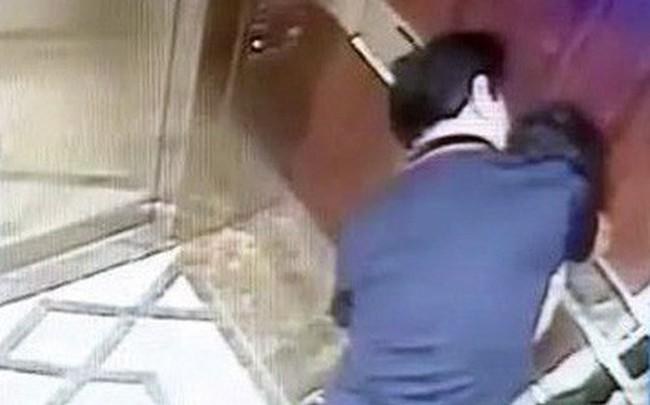 Nguyên Phó Viện trưởng VKS ép hôn bé gái trong thang máy chung cư có dấu hiệu tội dâm ô nhiều lần?