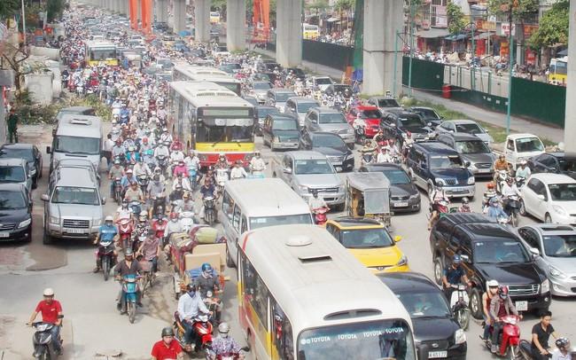Cấm xe máy trên đường Nguyễn Trãi, Lê Văn Lương mới chỉ là nghiên cứu