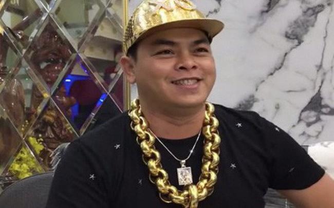 Bắt đại gia Phúc XO, người đeo nhiều vàng nhất Việt Nam