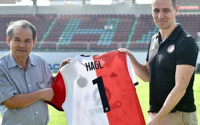 Bầu Đức hy vọng điều gì từ cú bắt tay giữa HAGL với Feyenoord Rotterdam?