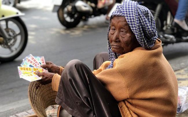 TP HCM nắng nóng hơn 43 độ C, người dân nhìn thấy ảo ảnh trên đường
