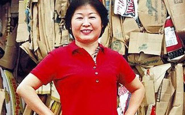 """Chân dung """"nữ hoàng rác"""" Zhang Yin: Từng lái xe khắp các bãi tái chế để xin giấy vụn đến nữ tỷ phú tự thân đầu tiên tại Trung Quốc"""