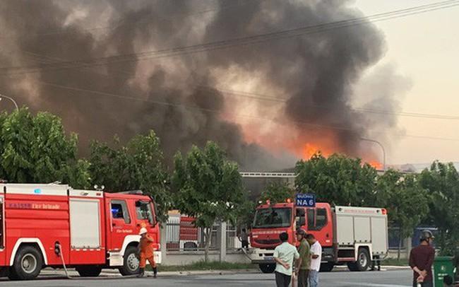 Cháy hơn 4 giờ tại công ty từng diễn tập dập tắt lửa trong 15 phút