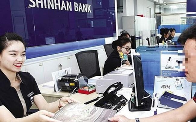 """""""Bốc hơi"""" 45 triệu trong thẻ, Shinhan Bank yêu cầu khách trả 5% phí"""