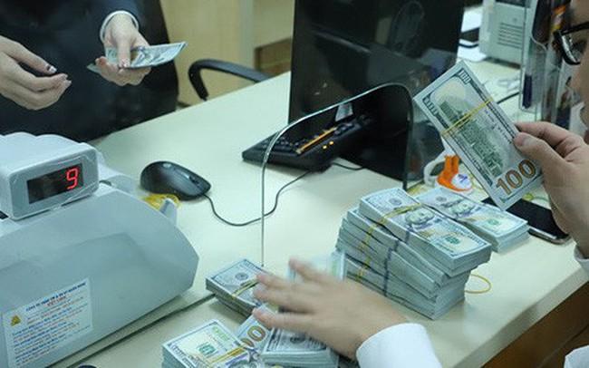 Lãi suất VND liên ngân hàng liên tiếp tăng mạnh
