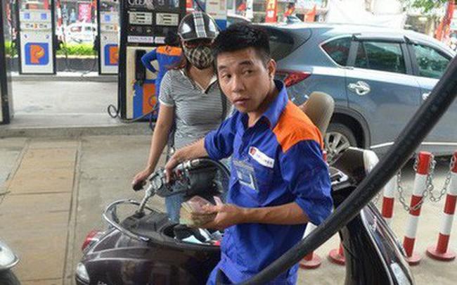 """Doanh nghiệp xăng dầu được """"hưởng"""" gần 5.000 tỉ đồng chênh lệch thuế nhập khẩu?"""