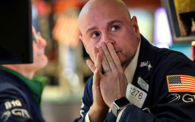 Vốn bị rút mạnh khỏi các quỹ chứng khoán trên toàn cầu