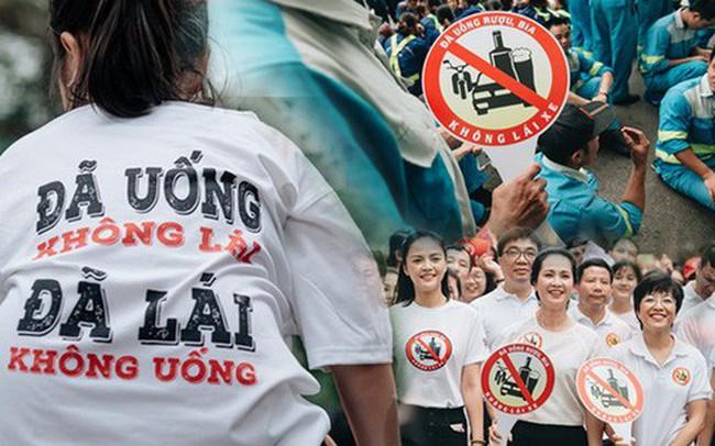 """Chùm ảnh: 8.000 người mang logo """"Đã uống rượu bia - Không lái xe"""" cùng tuần hành trên phố đi bộ Hồ Gươm"""