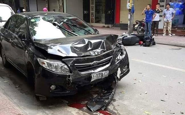 Đi ăn sáng, tài xế lái ô tô tông hai mẹ con nhập viện ở Hà Nội
