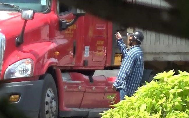 Điều tra: Cận cảnh 'cò' dẫn xe qua chốt CSGT - ảnh 1