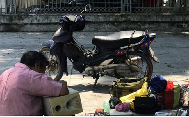 Phơi mình mưu sinh giữa cái nắng đổ lửa 40 độ C ở Hà Nội