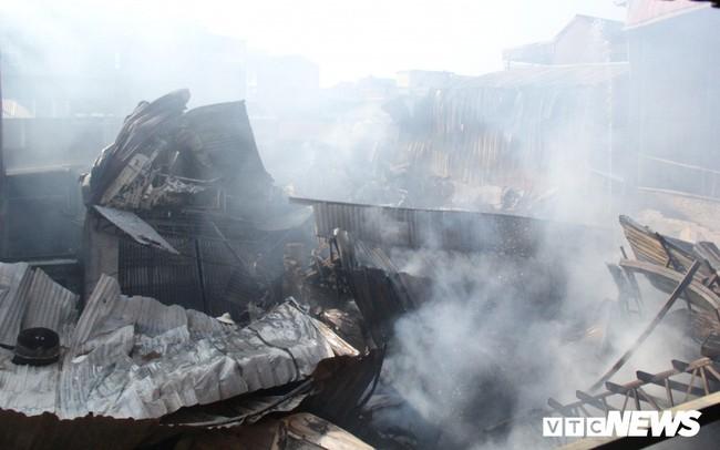 Ảnh: Hiện trường vụ cháy 8 xưởng sản xuất gỗ ở Hà Nội, hàng chục tỷ đồng hóa thành tro