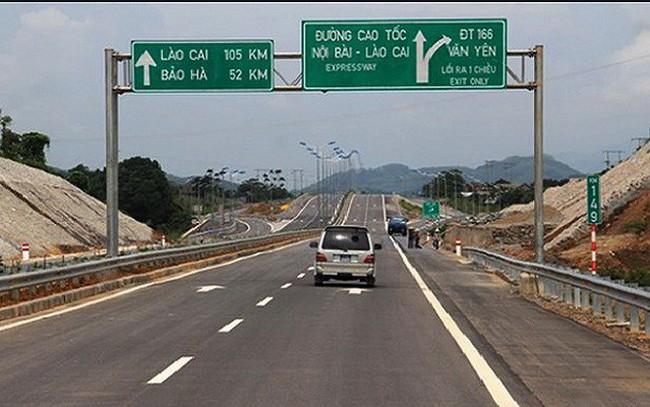 Trạm thu phí bị sét đánh hỏng, cao tốc Nội Bài- Lào Cai phải phát vé giấy - ảnh 1