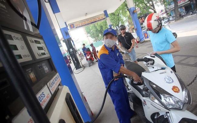 Doanh nghiệp xăng dầu âm quỹ bình ổn gần 1.000 tỷ đồng