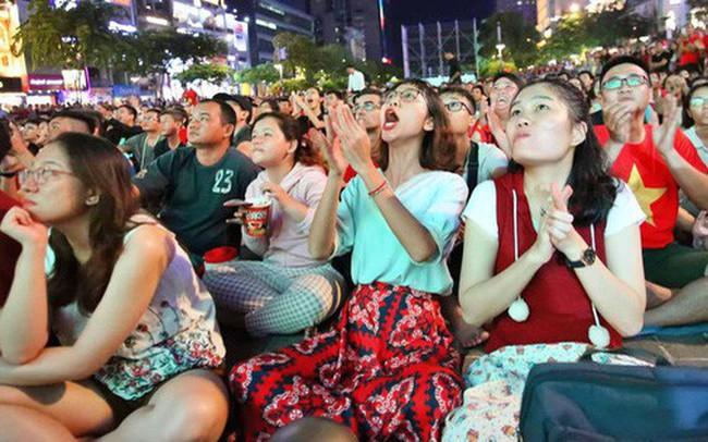 Hàng triệu CĐV Hà Nội và Sài Gòn xuống đường cổ vũ đội tuyển Việt Nam đá chung kết King's Cup 2019