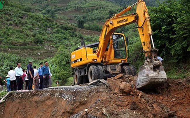 Ảnh: Sạt trượt đường tỉnh lộ, đe dọa cô lập 8 xã biên giới Lai Châu