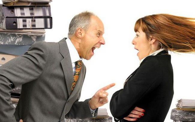 """5 cách ứng xử khôn ngoan khi thấy sếp """"có vẻ không ưa mình"""""""