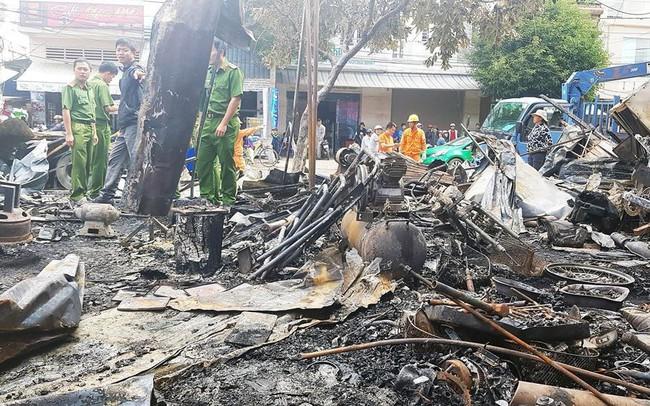 12 quầy hàng trên đường Trần Hưng Đạo bị thiêu rụi trong đêm