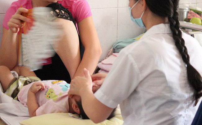 Nắng nóng nhiều trẻ nhỏ, người lớn méo miệng khi đang ngủ: BS cảnh báo thói quen xấu