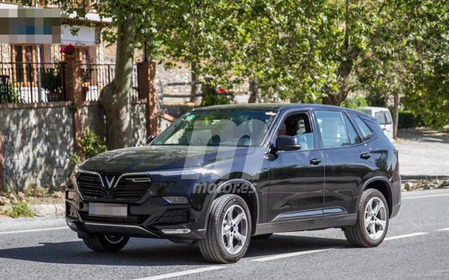 Biển số VinFast Lux tại châu Âu tiết lộ quốc gia đăng kiểm và hành trình thử xe xuyên quốc gia