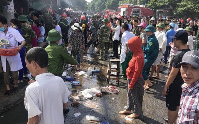Cháy chợ, cả nghìn người đến chữa cháy và hỗ trợ cứu hàng