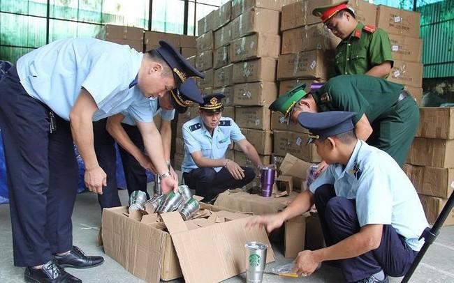 Đột kích kho chứa 8.400 chiếc cốc nghi giả mạo hàng Thái Lan