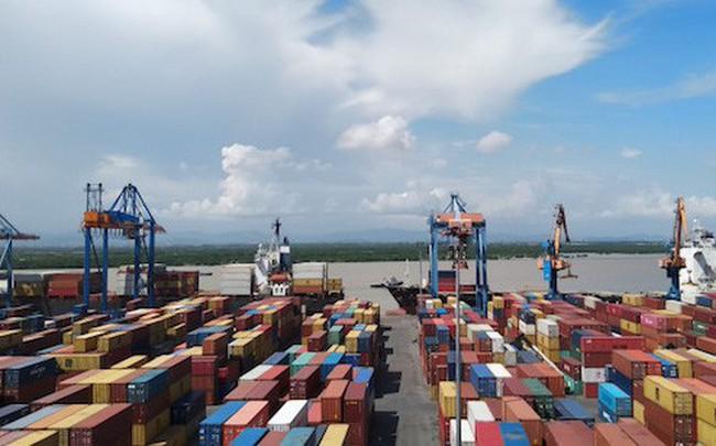 Việt Nam nhập siêu 678 triệu USD - ảnh 1