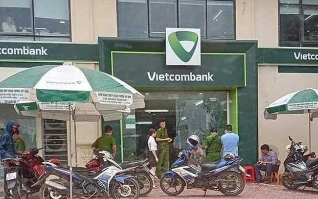 Nóng: Truy bắt kẻ bịt mặt, nổ súng cướp ngân hàng ở Thanh Hóa