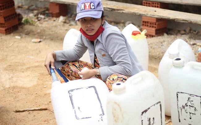 Bình Định đưa xe chữa cháy tiếp nước sinh hoạt cho người dân