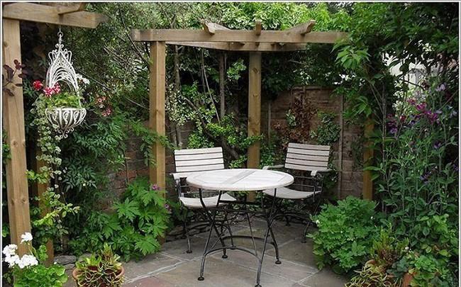 Biến sân sau nhà phố thành góc vườn, khu ăn uống đẹp lung linh