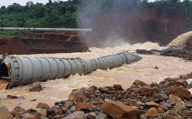 """Cận cảnh giải thoát """"bom nước"""" thủy điện Đắk Kar"""