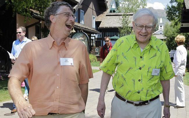 """Warren Buffett: Tôi hạnh phúc vì sống đúng thời của mình, Bill Gates từng nói nếu sinh ra cách đây 2 triệu năm, tôi sẽ bị động vật tiền sử """"nhai đầu"""" vì chạy chậm!"""
