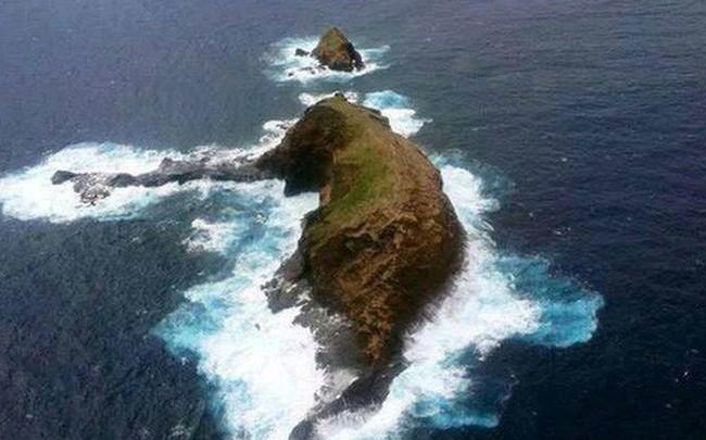 Cả thế giới đang sửng sốt vì tảng đá hình voi khổng lồ ở Iceland quá giống thật, khi chụp flycam từ trên xuống còn sốc hơn!